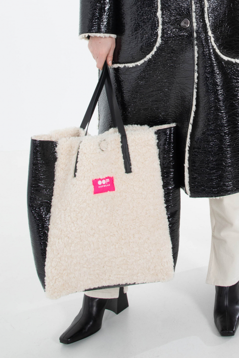 Bag 3002 in black eco-sheepskin