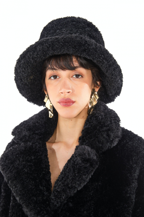Hat 3005 in black curly pile faux fur