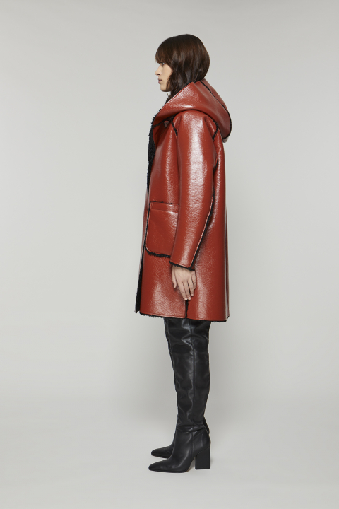 Parka 9411 in brick patent eco-sheepskin