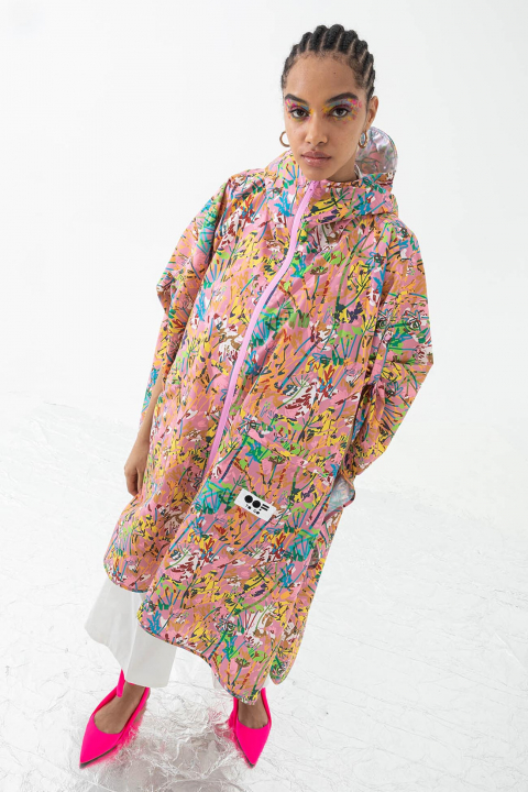 Women's waterproof cape with hood in pink pattern