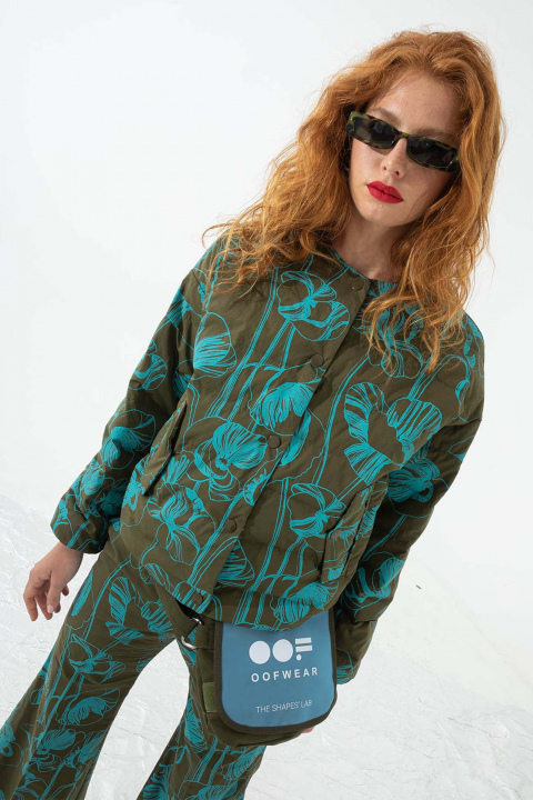 Short padded and reversible jacket in green print