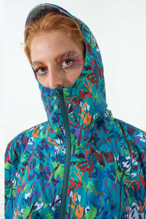 Women's waterproof cape with hood in blue pattern