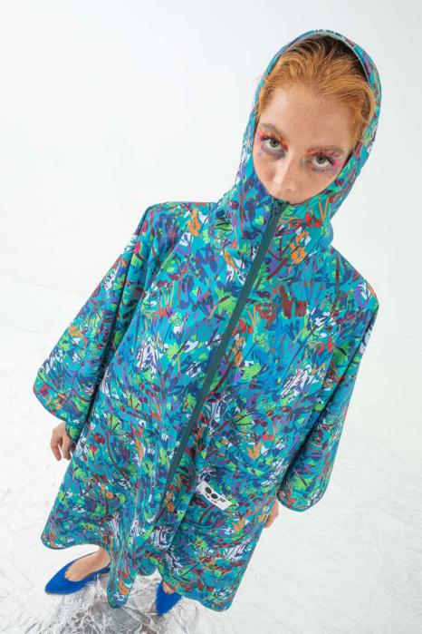 Women's waterproof cape with hood in blue pattern